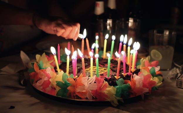 Soplar las velas de una tarta puede tener consecuencias para la salud la verdad - Velas de la suerte ...
