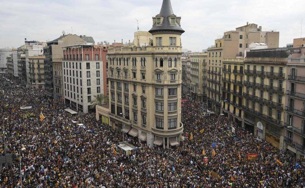 Miles de manifestantes toman el centro de barcelona con for Centros de jardineria barcelona