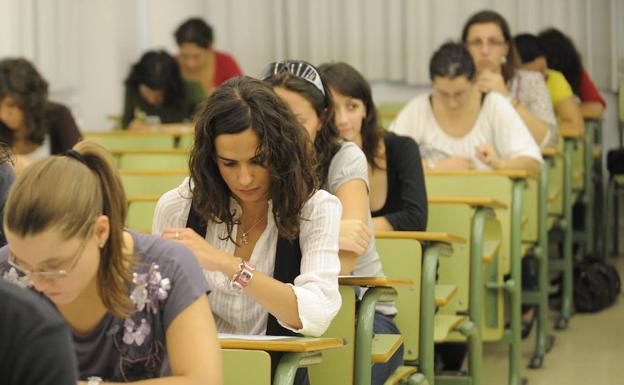 Exámenes en el campus de La Merced./Guillermo Carrión / AGM