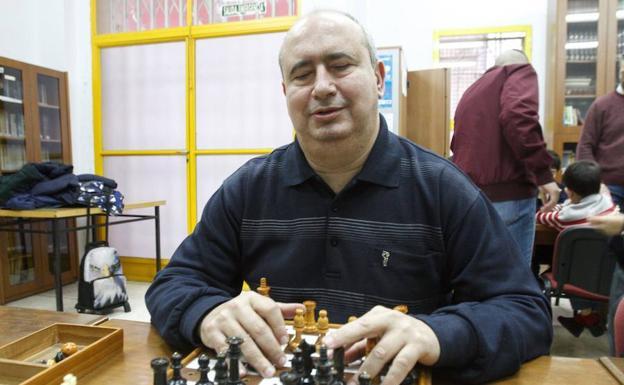 Jaime Espadiña, en la sede del club Sauces. / pablo sánchez / agm