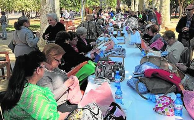 El encuentro de encajeras re ne a 500 artesanas la verdad for Jardin de la polvora murcia