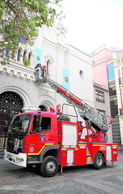 El Ayuntamiento convocará oposiciones para bomberos y policías después de una década