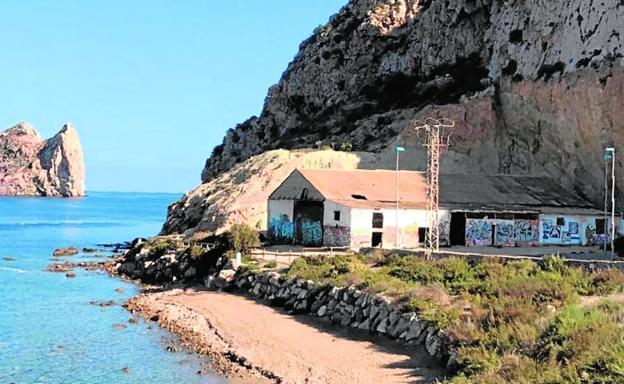 72a531e165067 La playa de Los Cocederos acogerá el Centro Nacional de Buceo de la ...