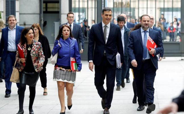 dbbe67c8372 Pedro Sánchez perfila ya un Gobierno «socialista y en minoría» sin Podemos