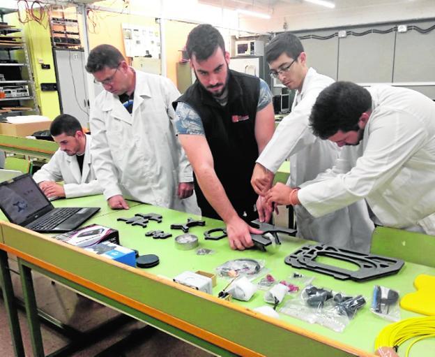el polit u00e9cnico construye un robot que limpia el mar