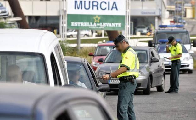 El truco de la moneda que recomienda la Guardia Civil para evitar una multa de hasta 800 euros