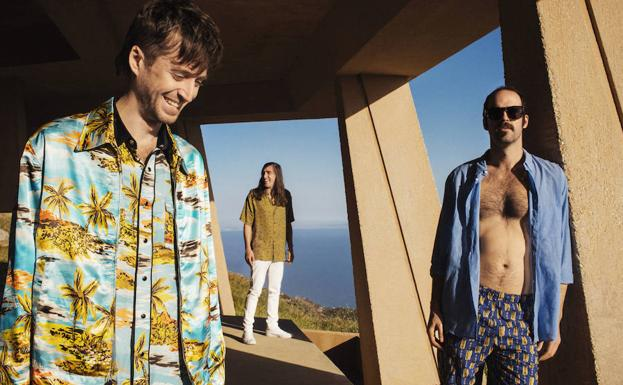 Los tres miembros fundadores de Crystal Fighters: Sebastian Pringle (i), Gilbert Vierich y Graham Dickson./Promo