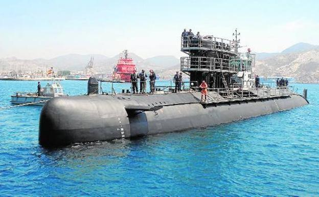El 'Mistral', durante su puesta a flote tras la gran carena a la que fue sometido en 2013. /Navantia