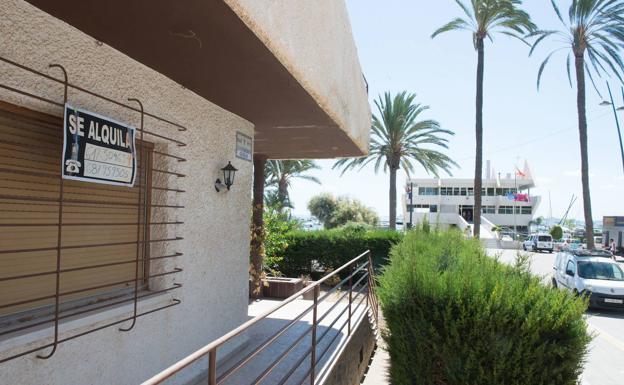Apartamento turístico en las playas del Mar Menor, en una imagen de archivo. /Javier Carrión / AGM