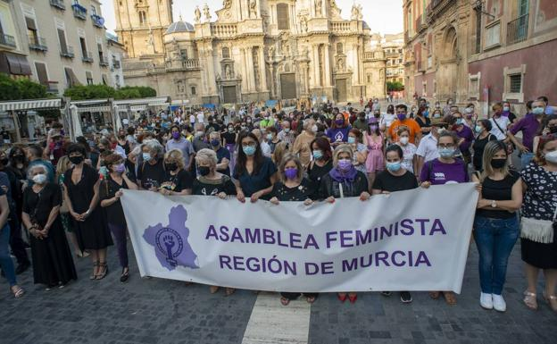 Demonstration against sexist violence, this Friday, in the Plaza Cardenal Belluga, in Murcia.
