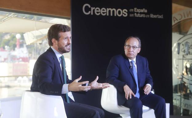 Pablo Casado, en la convención del PP en Cartagena con el expresidente mexicano Felipe Caklderón. /Pablo Sánchez / AGM