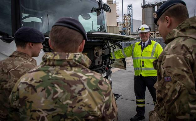 An instructor gives a group of soldiers a workshop on the operation of a tanker truck.