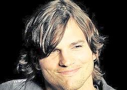 Ashton Kutcher reserva un billete para viajar a la luna | La