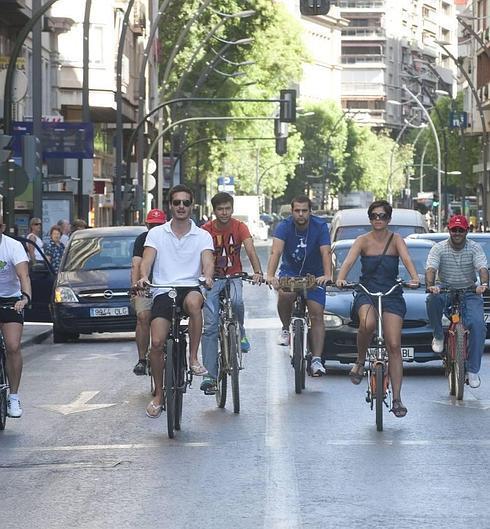 Un grupo de ciclistas a6c3c12adaf